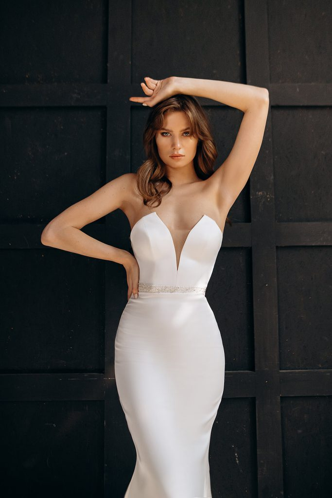 prosta gładka suknia ślubna bez koronki